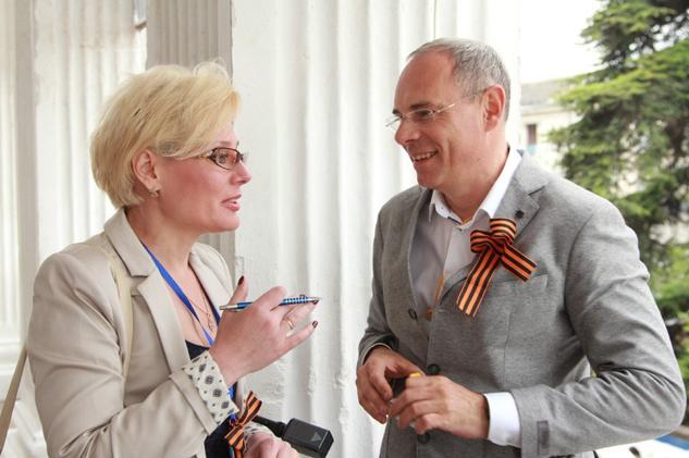 Общение с профессионалами экстракласса – один из главных плсов подобных форумов. Во время беседы белорусский журналист  Лариса Кучерова с Игорем Прокопенко